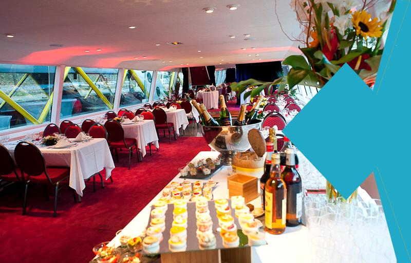 "Lunch or dinner cruise in Paris - Formule ""Menu Prestige"""