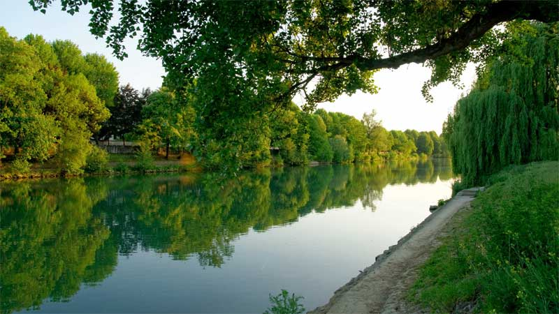 "The land of the ""guinguettes"" on the river Marne"